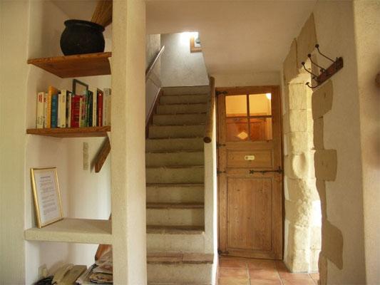 Les Peyrières - WC im Parterre und Treppenaufgang zu Bad und Schlafzimmern