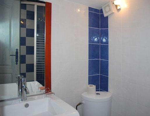 Coin Secret - Bad mit Dusche und WC