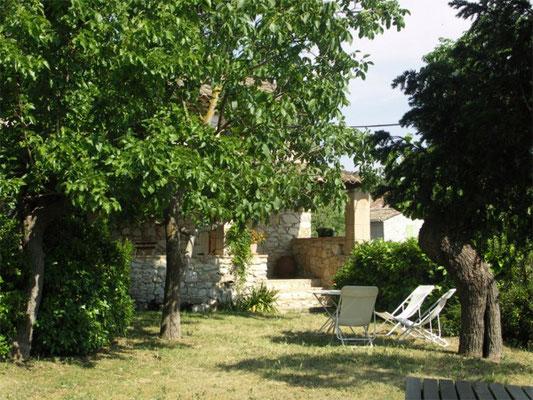 Les Peyrières - der private Außenbereich des Ferienhauses