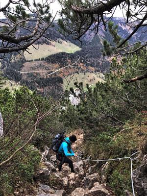 Seilversicherter steiler Abstieg vom Weitlahner