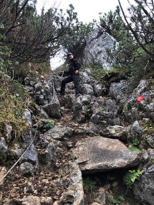 Am seilversicherten Abstieg vom Weitlahnerkopf