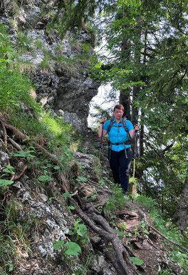 Schmaler Pfad am Übergang zum Kitzstein