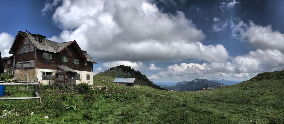 Die Klausenhütte im Sommer