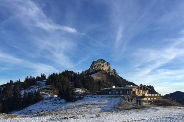 Blick auf die Kampenwand von der Bergstation der Kampenwandbahn