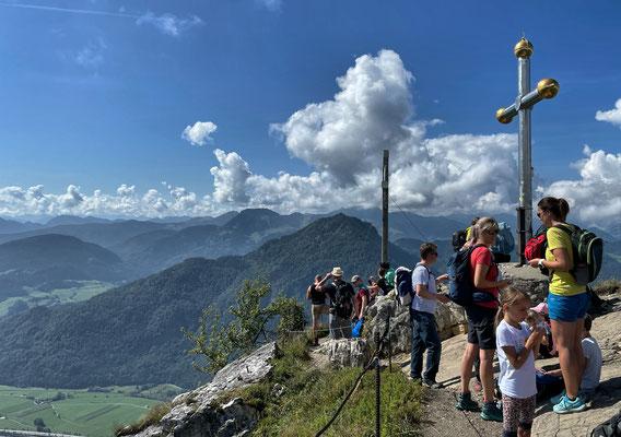 An den beiden Gipfelkreuzen des Kranzhorn