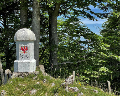 Grenzstein zwischen Tirol und Bayern
