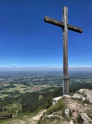 Kreuz mit Aussicht an den Seitenalmen