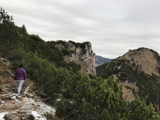 Weg zum Abstieg zwischen Spitzstein und Brandelberg