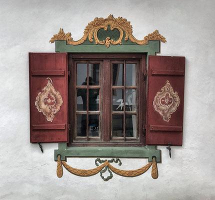 Fensterdetail am Dorfplatz Törwang