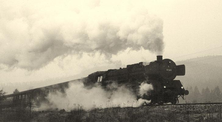 Littfeld im März 1964: D81 mit 01 049 Bw Hagen Eck an km 86,8 (Aufnahme: Georg Wahl, Ferndorf)