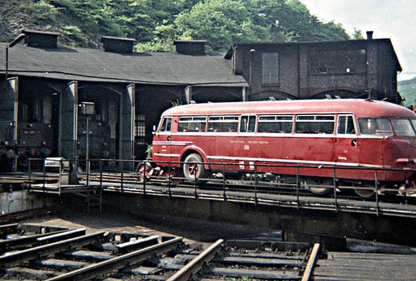 Betzdorf 27.05.1967: StraSchi-Bus 29-1 auf Drehscheibe, letzter Tag