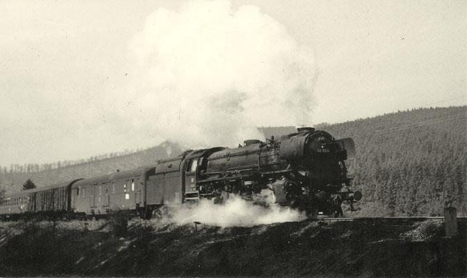 Littfeld im April 1963: D81 mit 03 1009 Bw Hagen Eck an km 86,8 (Aufnahme: Georg Wahl, Ferndorf)