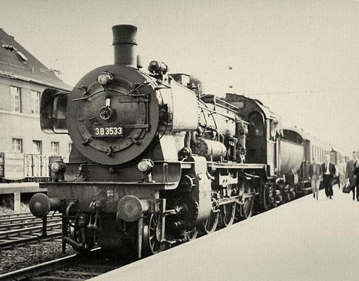 Lok 38 3533 Bw Betzdorf ist 1962 mit Eilzug aus Köln in Siegen angekommen