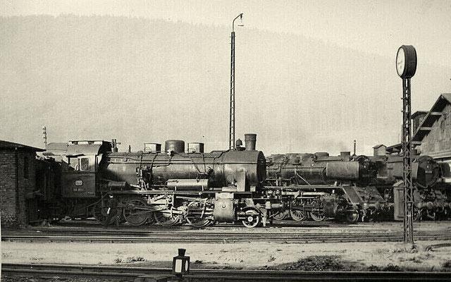 1960: Lok 56 891 Bw Siegen und zwei 44er