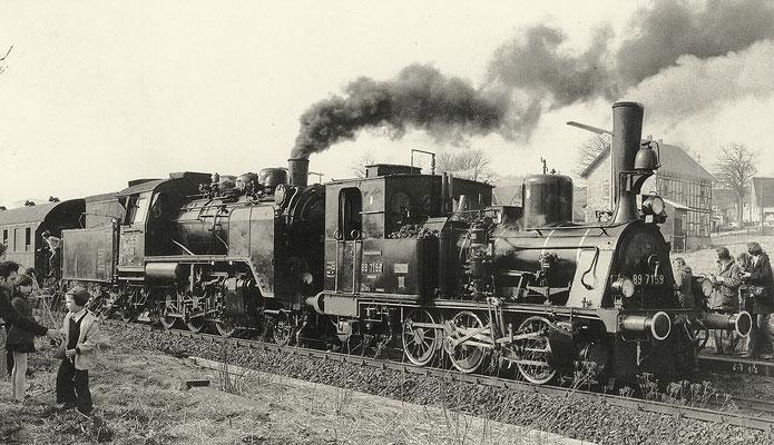 Die Moll'sche T3 89 7159 mit 24 009 vor Sonderzug in Lützel am 2. März 1975 (Aufnahme: Henrik Müller, Berlin)