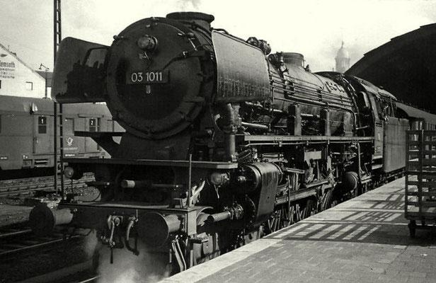 Hagen 1961: Lok 03 1011 vor Schnellzug nach Siegen
