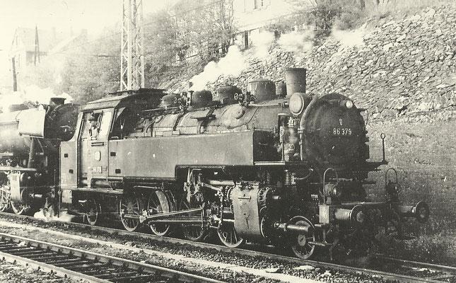 Dillenburg 1964: 86 379 mit 23er beim Bahnbetriebswerk