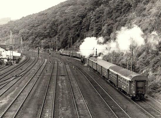Dillenburg 1970: Personenzug nach Ewersbach zezogen von einer Lok der Baureihe 94.5