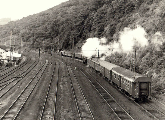 Dillenburg 1970: Personenzug nach Ewersbach gezogen von einer Lok der Baureihe 94.5