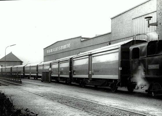 1957: Neue Hubdachwagen mit Werkslok