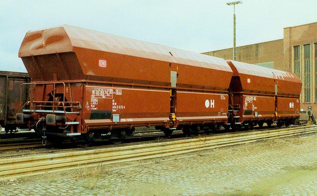 1990: Zwei neue Falns-Waggons in Weidenau (Aufnahme: Dr. Richard Vogel)