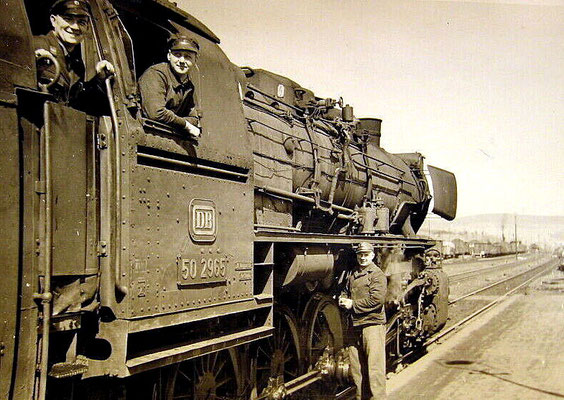 Lok 50 2965 Bw Siegen im Bahnhof Erndtebrück 1958