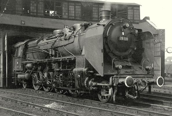 Die Dillenburger 39 138 im Bw Siegen, 1959