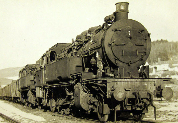 93 1099 und eine weitere 93 abgestellt in Hilchenbach 1963