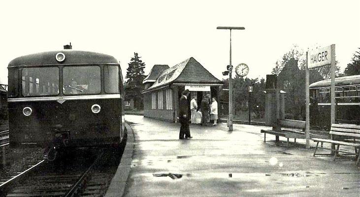 Kreuzung zweier VT 95 Bw Betzdorf im Bahnhof Haiger, 1980