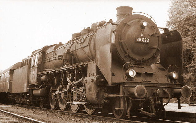 Giessen 24.05.1963:Lok 39 023 Bw Dillenburg
