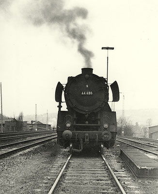 Lok 44 486 Bw Altenhundem in Siegen Ost 1964...