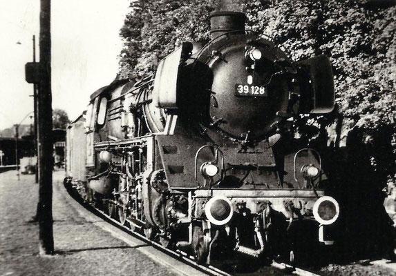 Giessen 1961: Lok 39 128 Bw Dillenburg im Bahnhof Giessen