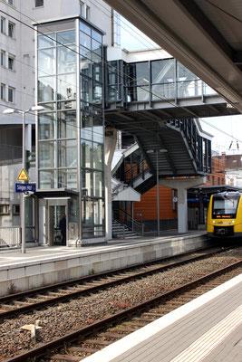 Aufgang zur Überführung zwischen Gleis 1 und 2