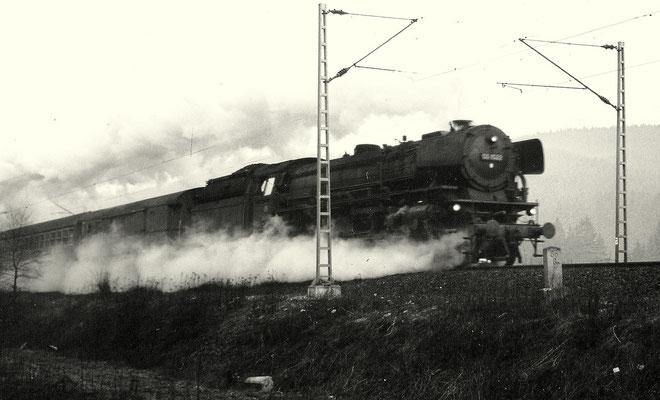 Littfeld im März 1965: D81 mit 03 1022 Bw Hagen Eck an km 86,8, die Oberleitung für den E-Betrieb ist betriebsbereit (Aufnahme: Georg Wahl, Ferndorf)