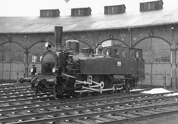 Preußische T9.1 Cöln rrh 7270 am 23.03.1969 vor dem Lokschuppen