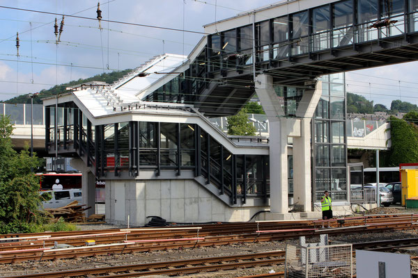 Überführungsabgang auf der nördlichen Seite ds Bahnhofs