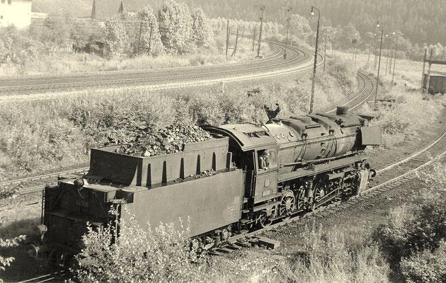 Altenhundem 1962: die frisch bekohle 44 916 verläßt ihr Heimat-Bw (Aufnahme: Sammlung Dr. Richard Vogel)