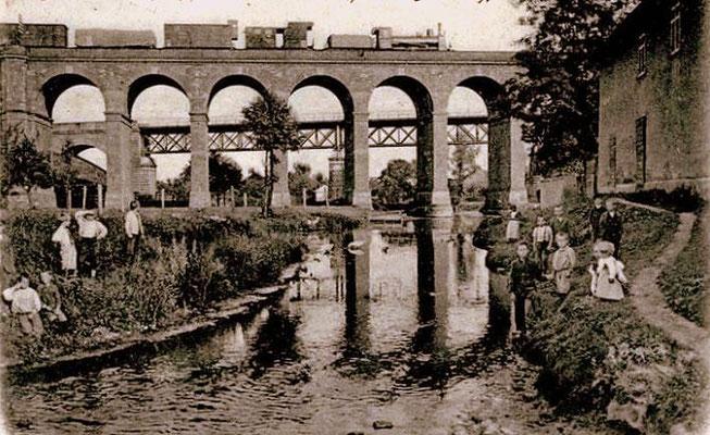 Friedberg 1901: Güterzug auf Brücke
