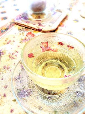 無農薬のバラを使ったお茶