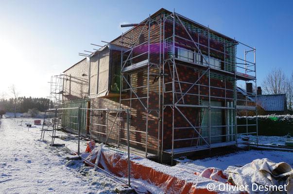 Habitation contemporaine à Bois-de-Villers - Bardage tuile terre cuite