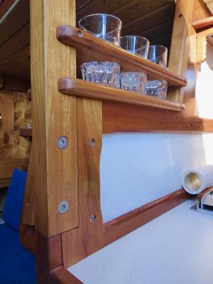 Schott Salon-Küche (steuerbord) / separat. salone-cucina (tribordo)