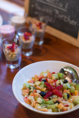 Reichhaltiges Frühstücksbuffet - Detail (Fruchtsalat)