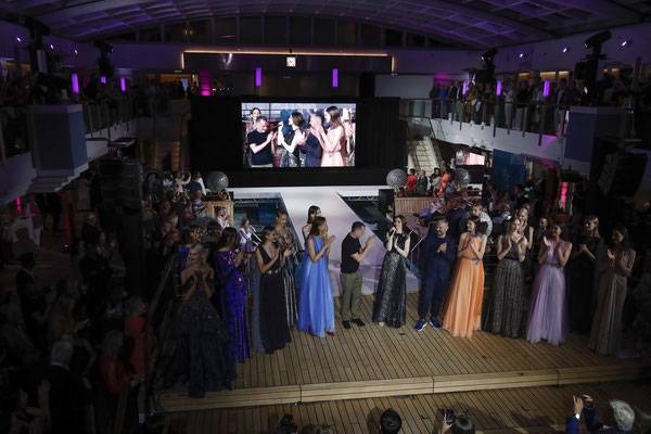 Die große Fashion-Show. Quelle: https://www.hl-cruises.de/presse/fotoarchiv/events/fashion2night-2018