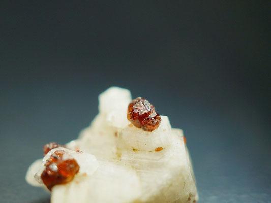 Granat auf Albit, 6mm
