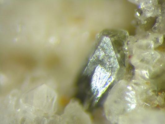 Hingganit-Kristall