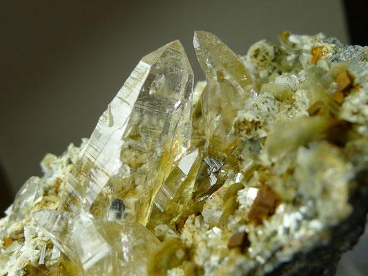 …kleine Stufe mit Kristallen bis 3cm