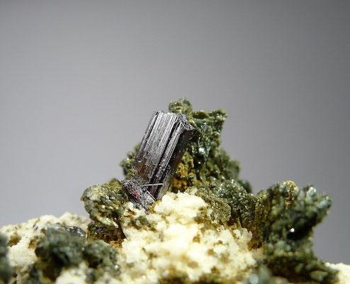 Aufgewachsener Rutilkristall
