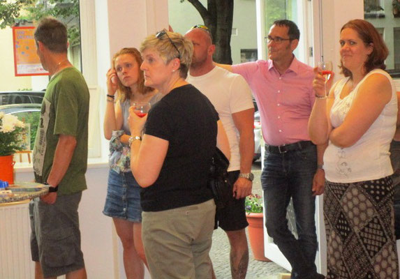 """Gäste zur Vernissage""""Und nüscht wie raus nach Wannsee"""""""