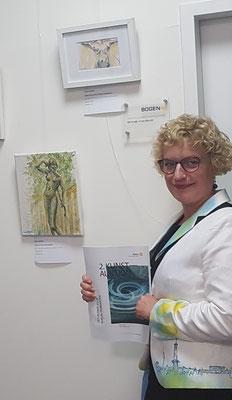Künstlerin Sabine Glathe bei der Auktion
