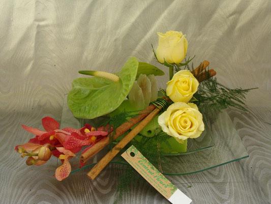CT10-Amthurium vert, rose jaune et dendrobium